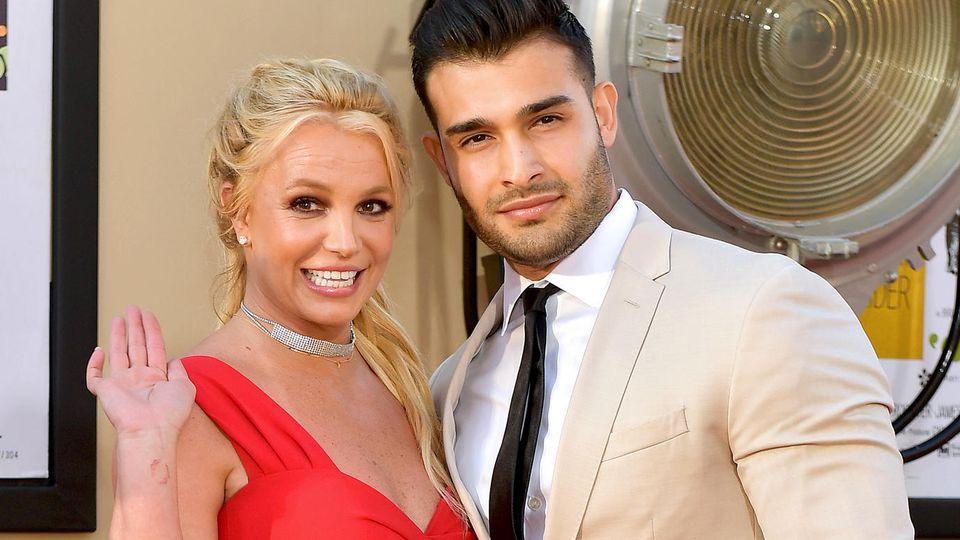 Britney Spears und Sam Asghari sind jetzt seit über zwei Jahren zusammen.