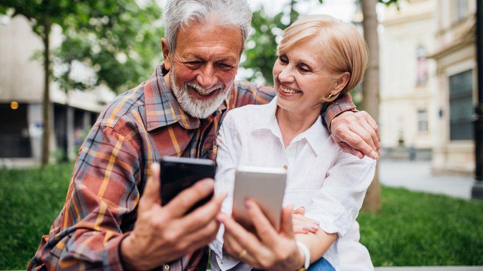 Für Smartphones ist man als Rentner zu alt? Warum eigentlich? Seien Sie offen für Neues!