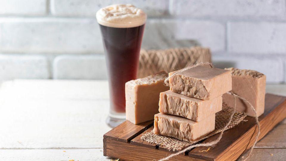 Bier gibt es nicht nur flüssig, sondern auch in Seifenform.