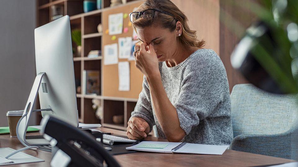 Studie: Viele Beschäftigte fühlen sich auf der Arbeit durch Störungen gestresst