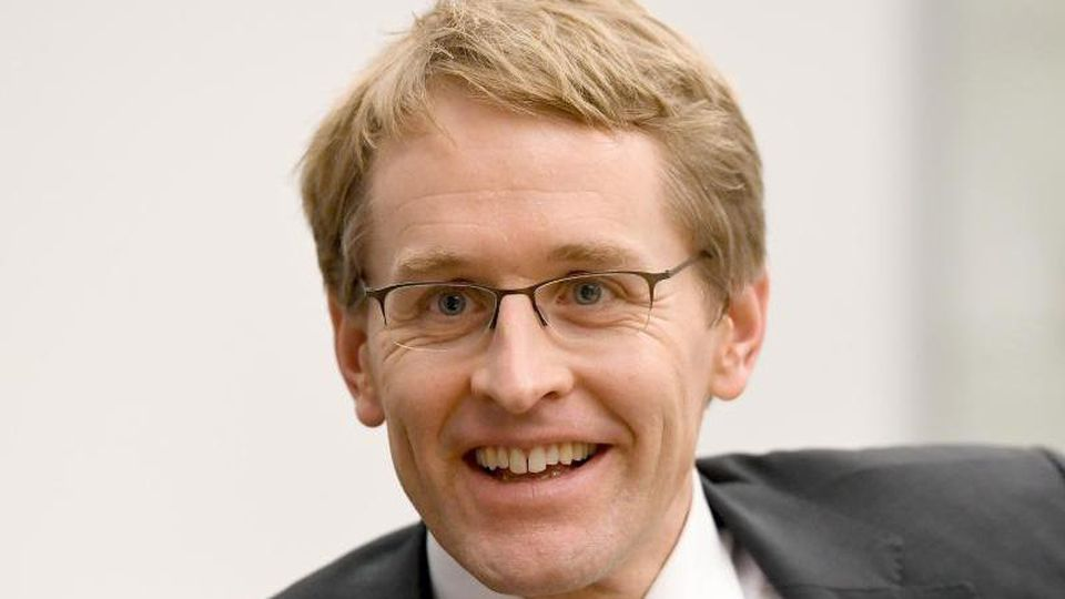 Daniel Günther (CDU), Ministerpräsident von Schleswig-Holstein, bei einem Interview. Foto: Carsten Rehder/Archivbild