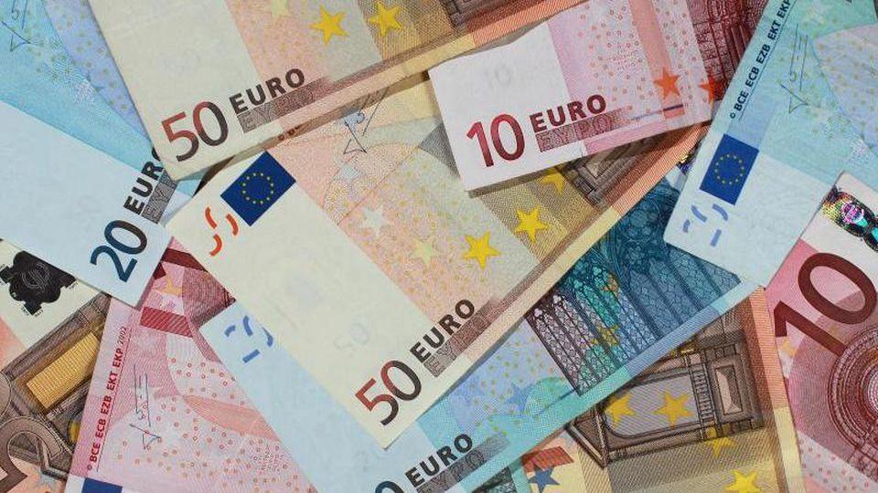 Euro-Banknoten. Foto: Jens Wolf/Archivbild
