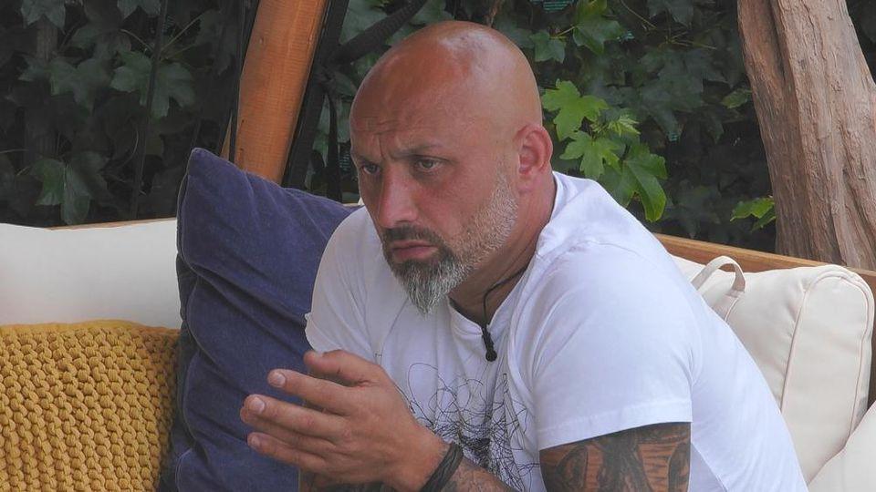 Zlatko glaubt nicht an die Romanze von Tobi und Janine