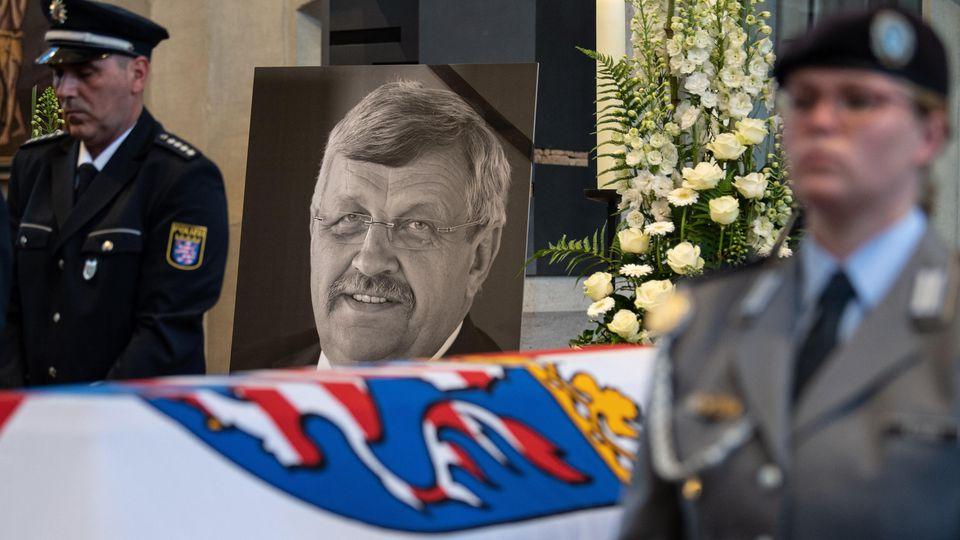 Erschossener Regierungspräsident Walter Lübcke in Heimatort beigesetzt