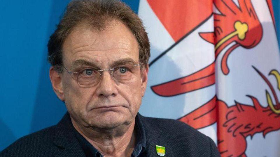 Arne Christiani (parteilos), Bürgermeister von Grünheide (Mark),bei einer Pressekonferenz. Foto: Soeren Stache/dpa-Zentralbild/dpa/Archivbild