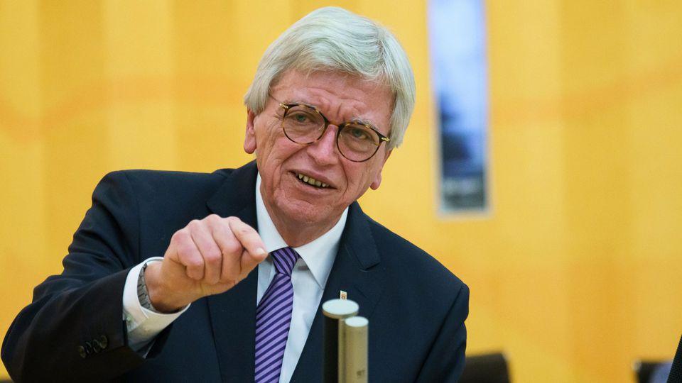 Ministerpräsident Bouffier übt Kritik am neuen Infektionsschutzgesetz.