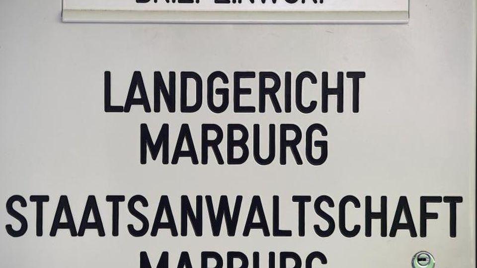 Ein Briefkasten vor dem Landgericht Marburg. Foto:Uwe Zucchi/Archivbild