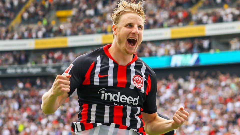 celebrate the goal Torjubel zum 1 0 von Martin Hinteregger Eintracht Frankfurt mit David Abraham