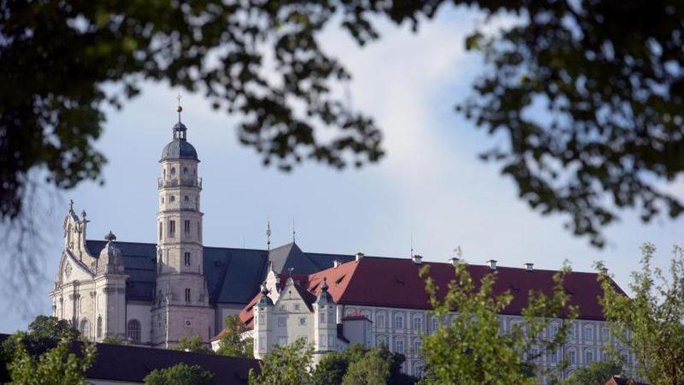 Kloster Neresheim erhebt sich auf der Ostalb über der gleichnamigen Stadt.Foto: Stefan Puchner/Archiv