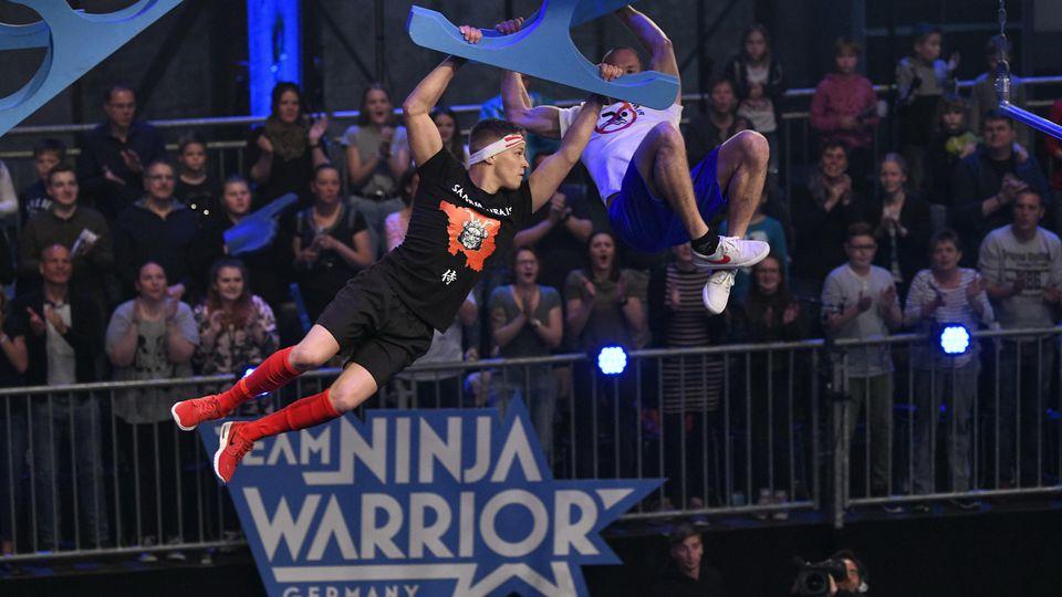 """Dennis Decker aus dem Team """"Saarmurais"""" tritt in der Vorrunde gegen Christian Diemann aus dem Team """" Nichtschwimmer"""" an"""