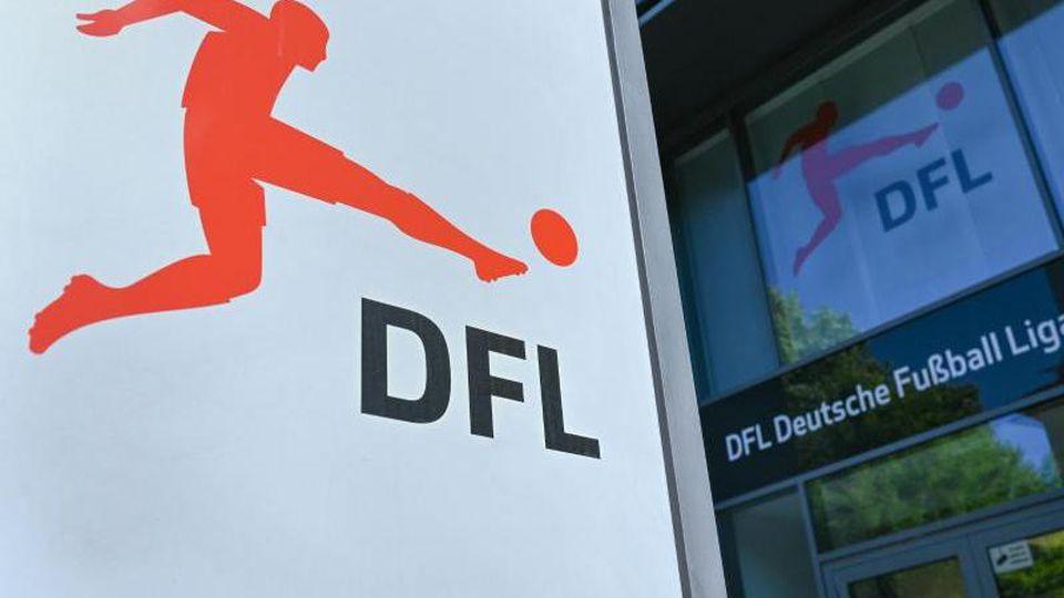 Es ist weiter unklar, wie gewertet würde, falls die Bundesliga-Saison abgebrochen werden müsste. Foto: Arne Dedert/dpa