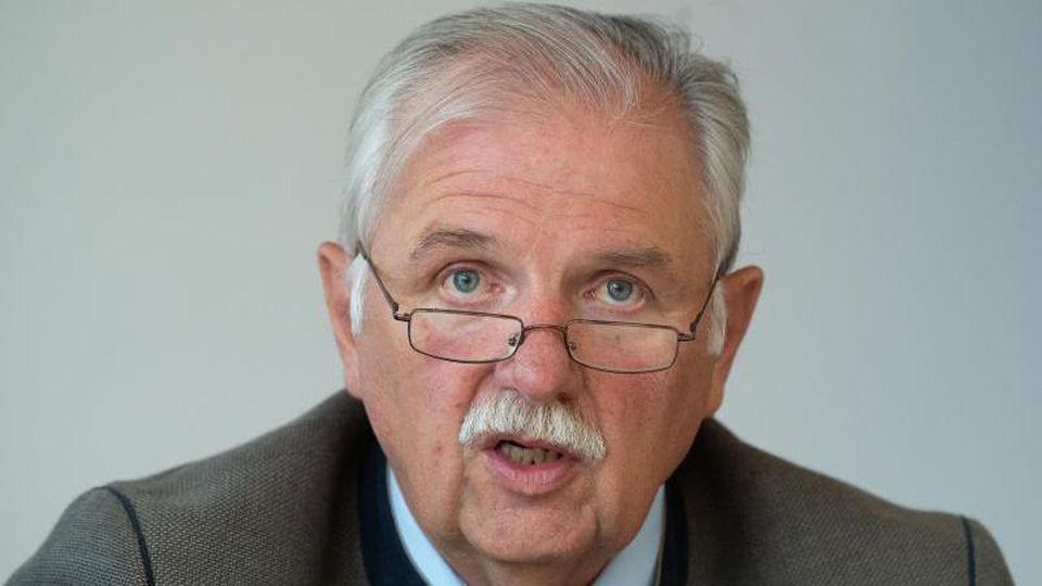 Hermann Hohl, Präsident des Weinbauverband Württemberg e.V., spricht während einer Pressekonferenz. Foto: Marijan Murat/dpa/Archivbild