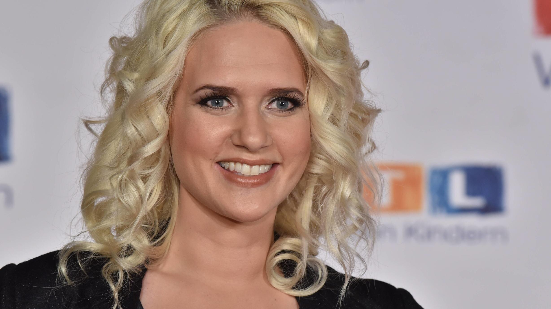 Model und Schauspielerin Sarah Knappik ist zum ersten Mal Mutter geworden.