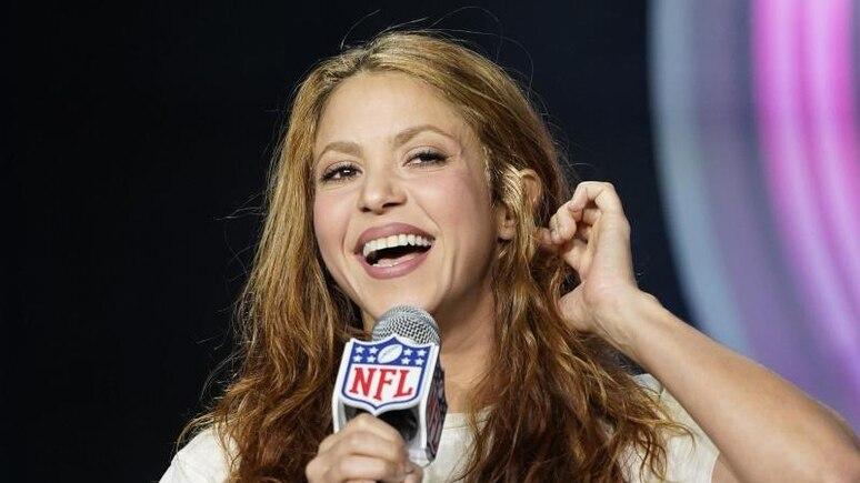 Shakira, Sängerin aus Kolumbien, spricht auf einer Pressekonferenz. (Archivbild). Foto: David J. Phillip/AP/dpa