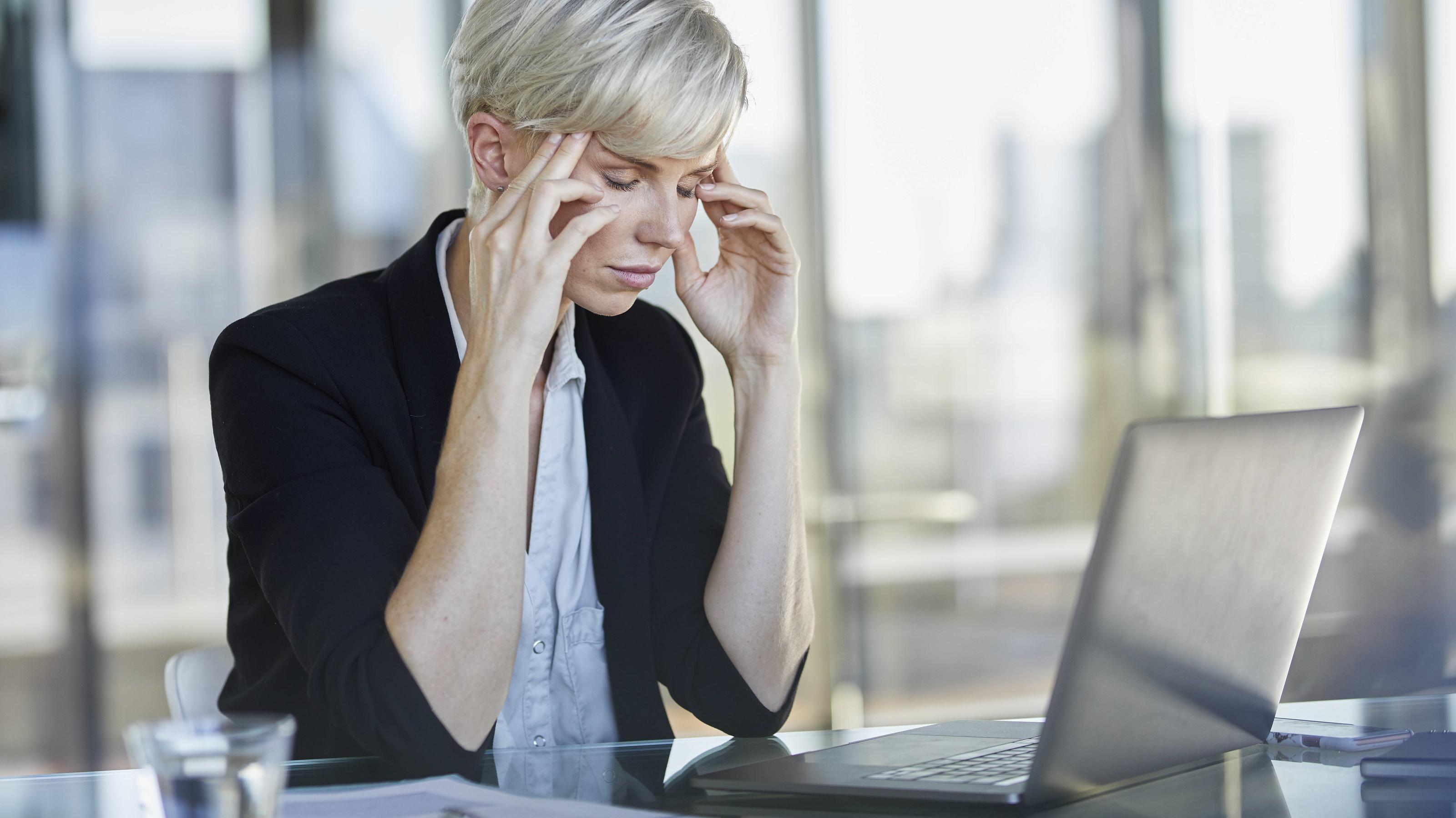 Konzentrations- und Leistungsfähigkeit sinken bei großer Hitze in den Arbeitsräumen.