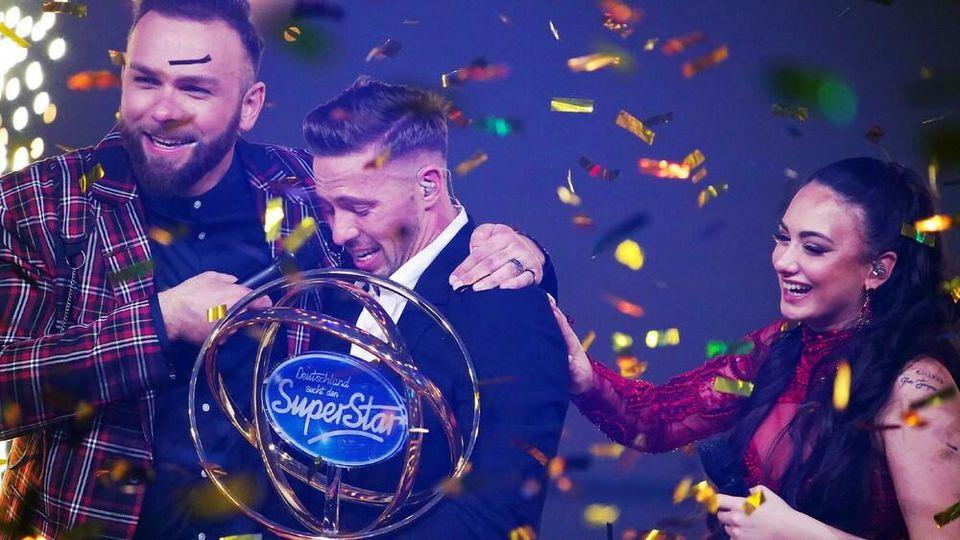"""Superstar 2020"" Ramon Roselly mit Joshua Tappe (l.) und Chiara D'Amico."