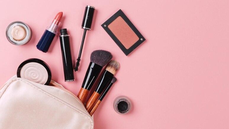 Diese Dinge gehören auf jeden Fall in Ihre Kosmetiktasche.