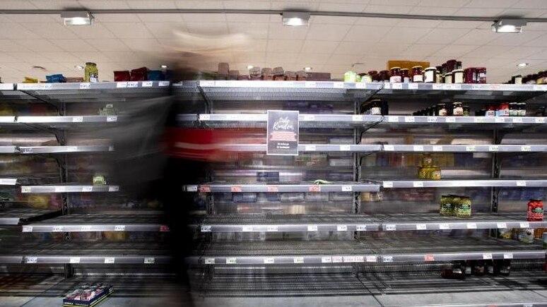 Diverse Gründe sorgen aktuell für Lieferengpässe. In vielen Supermärkten und Drogerien bekommt man als Kunde leere Regale zu Gesicht.