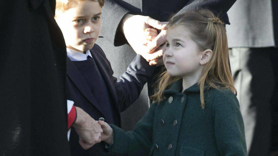 Prinz George und Prinzessin Charlotte vor der Weihnachtsmesse 2019 in Sandringham.