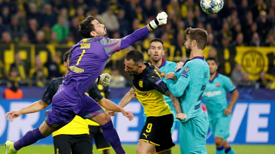 Soccer Football - Champions League - Group F - Borussia Dortmund v FC Barcelona - Signal Iduna Park, Dortmund, Germany - September 17, 2019  Borussia Dortmund's Roman Burki and Paco Alcacer in action with Barcelona's Gerard Pique   REUTERS/Leon Kuege