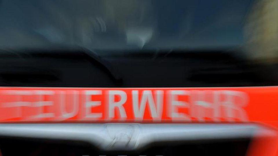 Ansicht eines Feuerwehrautos. Foto: Britta Pedersen/dpa/Archivbild