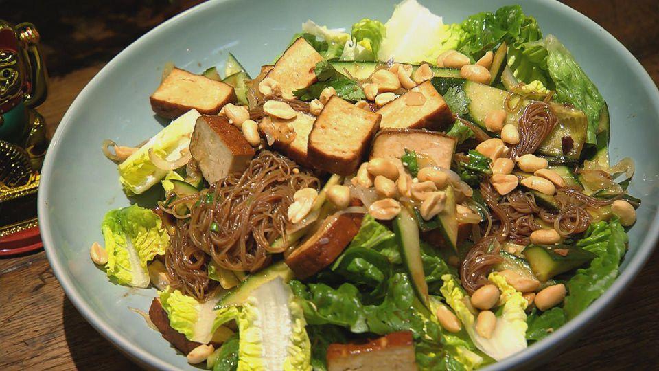 Weltreise – Zu Gast in Asien: Reisnudelsalat mit Tofu