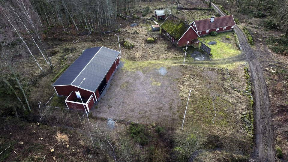 epa05176532 (FILE) An undated file photograph showing the bunker, seen at the left at the farm of doctor Martin Trenneborg. Martin Trenneborg on trial facing charges of alleged kidnapping and raping a woman whom prosecutors said he planned to hold pr