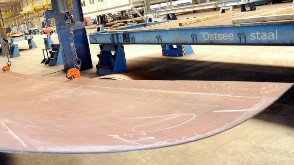 Blick in die Werkhalle der Firma Ostseestaal in Stralsund. Foto: Stefan Sauer/Archiv
