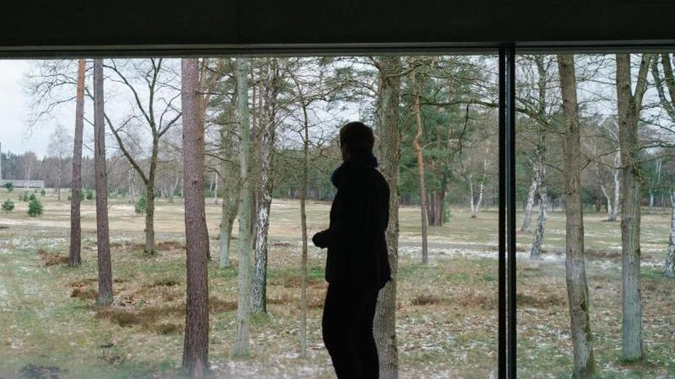 Elke Gryglewski, Leiterin der Gedenkstätte Bergen-Belsen, steht im Dokumentationszentrums der Gedenkstätte Bergen-Belsen. Foto: Ole Spata/dpa/Archivbild