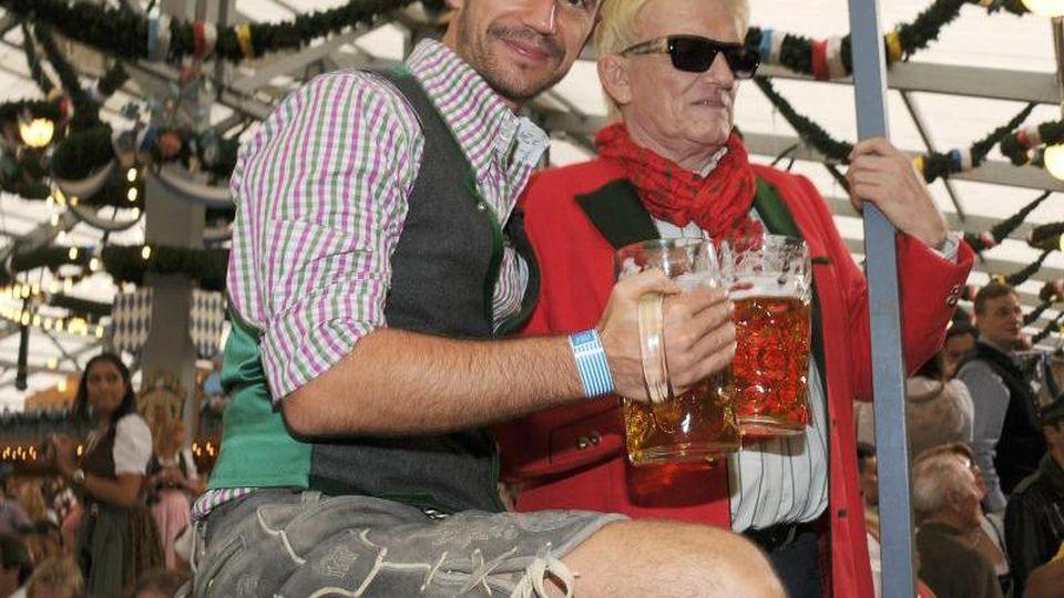 Der Moderator Florian Silbereisen (l) bei der Eröffnung des Oktoberfestes 2014 in München. Foto:Ursula Düren/Archiv