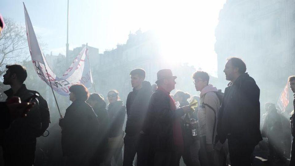 Zuletzt gab es vor rund einer Woche großen Protest gegen die Rentenreform von Präsident Emmanuel Macron. Foto: Kamil Zihnioglu/AP/dpa