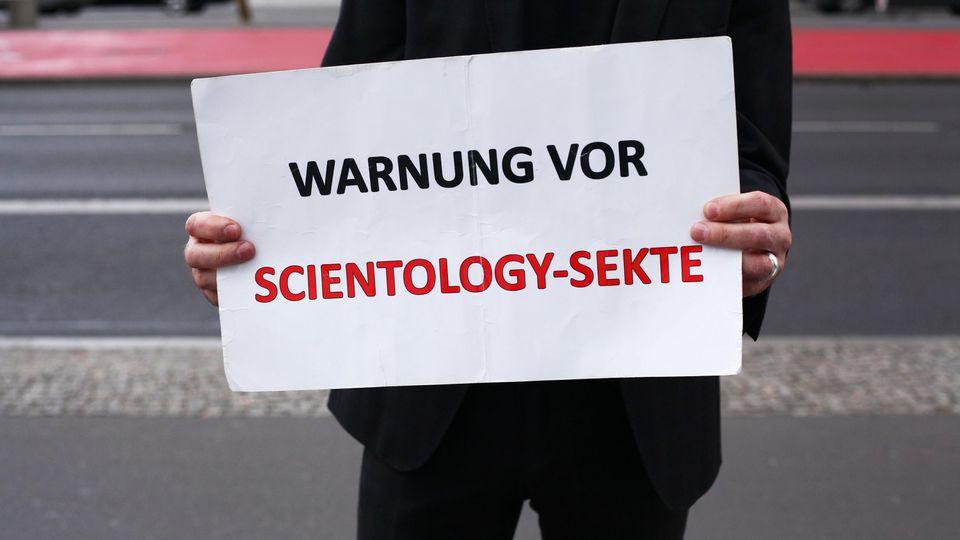 Verfassungsschutz warnt vor Scientology-Infostand
