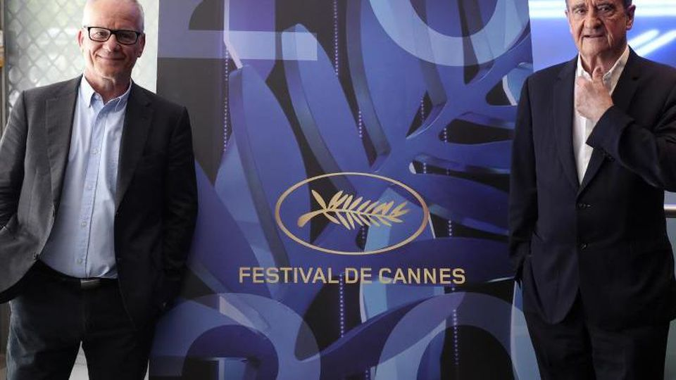 Das etwas andere Festival:Trotz Absage haben Festivalleiter Thierry Frémaux (l) und Festivalpräsident Pierre Lescure ihre Arbeit unbeirrt fortgesetzt. Foto: Thibault Camus/AP/dpa