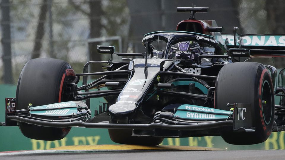 Mit hauchdünnem Vorsprung sicherte sich Lewis Hamilton die Pole Position