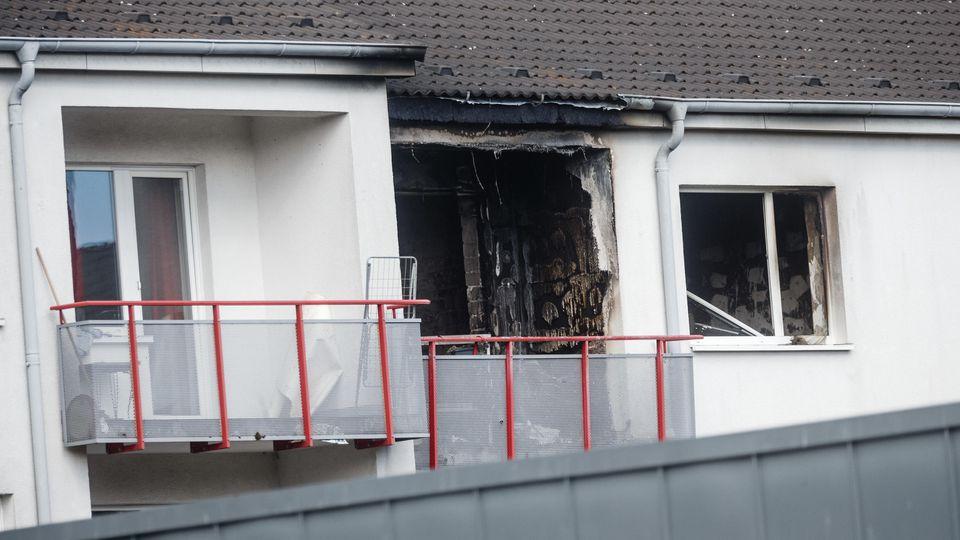 Die Kleidung der Behördenmitarbeiter fing Feuer. Die Druckwelle einer Verpuffung schleuderte den Betreuer ins Wohnzimmer.