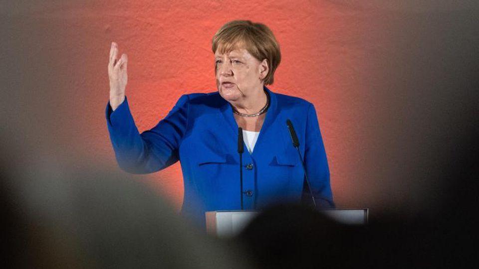 Bundeskanzlerin Angela Merkel (CDU) spricht beim Frauennetzwerktreffen im Albertinum. Foto: Robert Michael