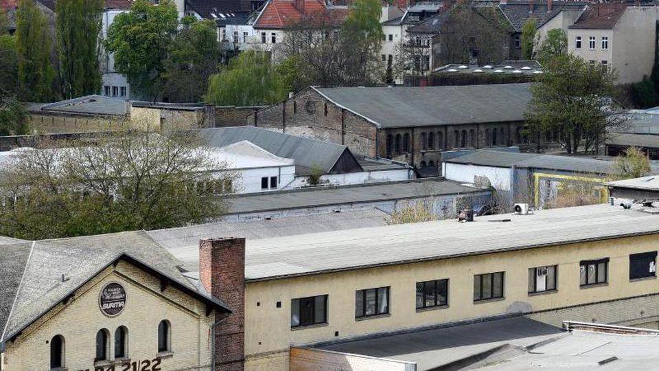 Gebäude des sogenannten Dragoner-Areals sind am Mehringdamm in Berlin zu sehen. Foto: Rainer Jensen/Archiv