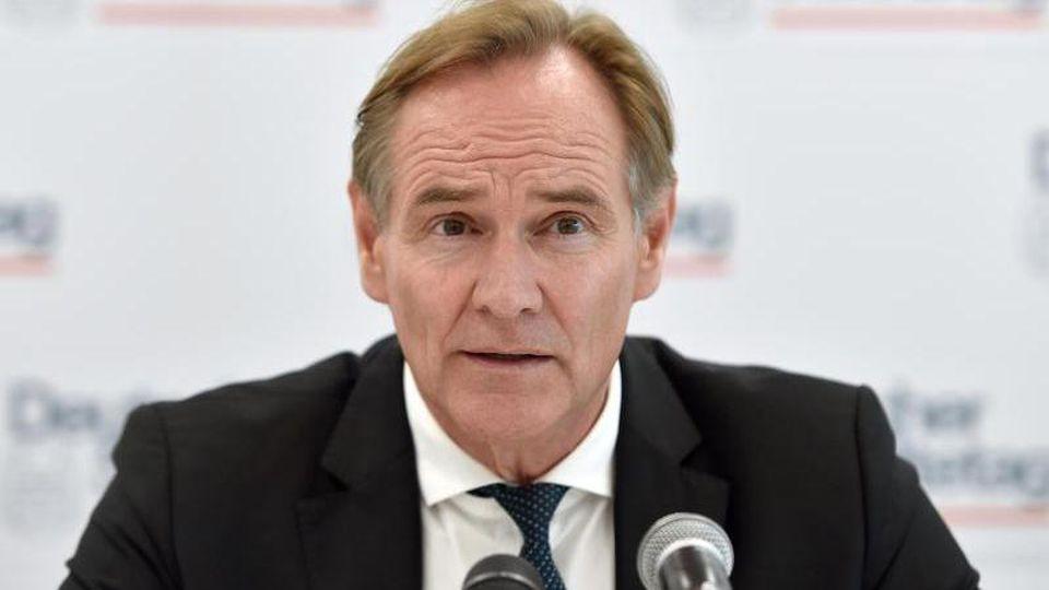 Burkhard Jung, Präsident des Deutschen Städtetages, spricht bei einer Pressekonferenz. Foto: Caroline Seidel/dpa/Archivbild