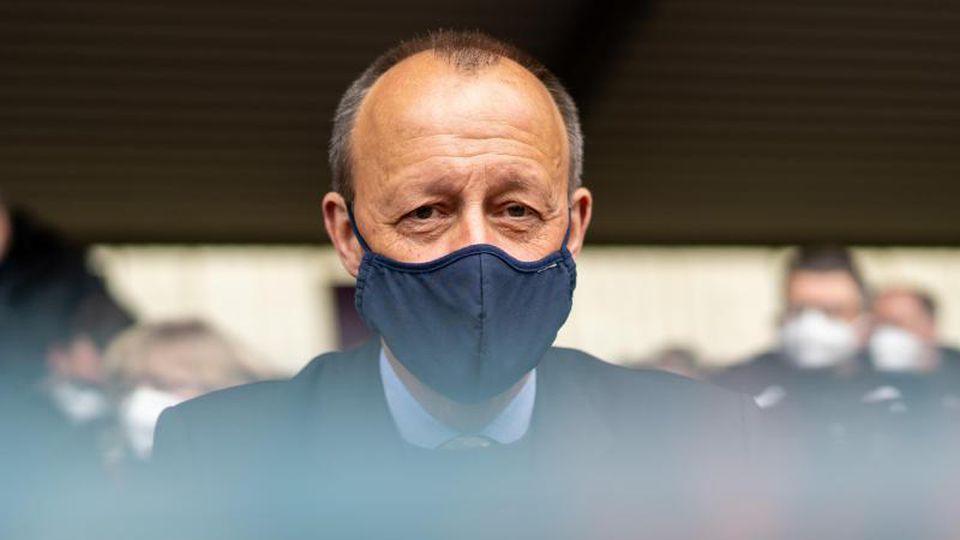 Friedrich Merz (CDU) schaut in die Runde. Foto: Jonas Güttler/dpa