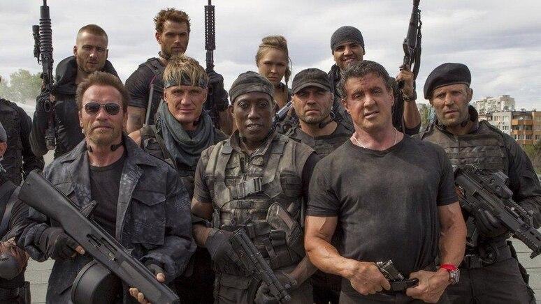 """Mehr Action passt auf kein Bild: Der Cast der """"The Expendables""""-Reihe, unter anderem mit Sylvester Stallone, Arnold Schwarzenegger und Dolph Lundgren."""