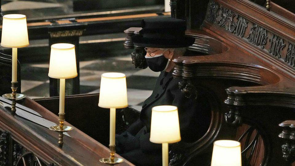 Die Queen bei Prinz Philips Beerdigung.