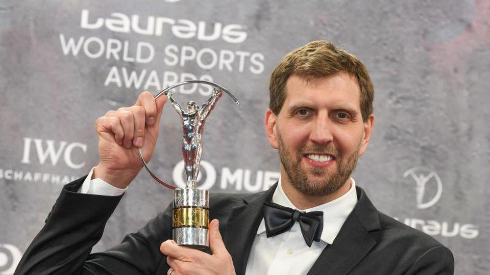 Wurde mit dem Laureus-Preis für sein Lebenswerk ausgezeichnet: Ex-NBA-Star Dirk Nowitzki. Foto: Jörg Carstensen/dpa