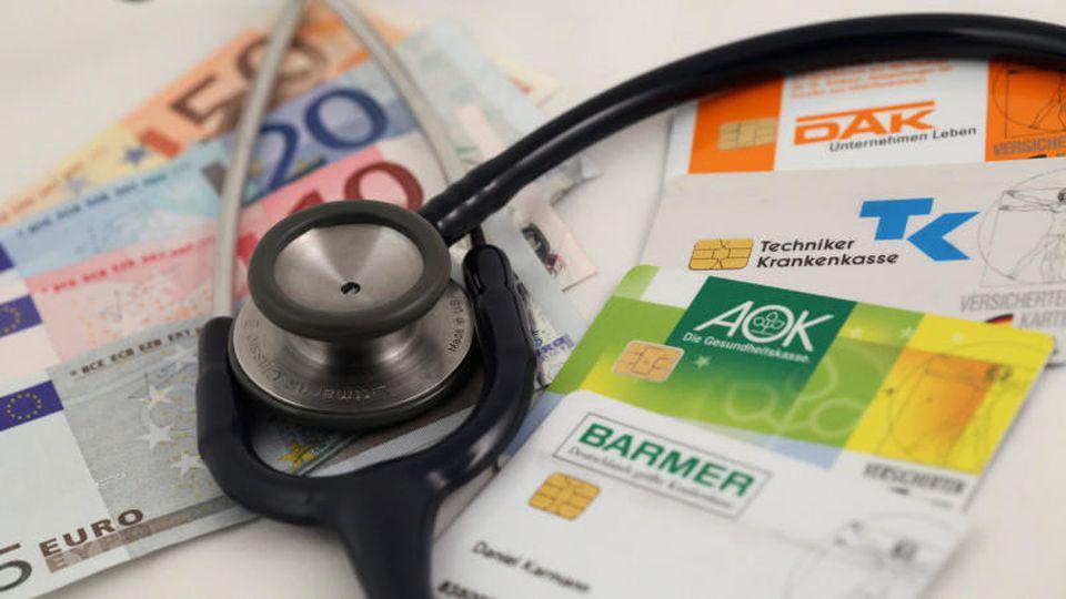 Bei Extraleistungen sollte man zuerst bei der eigenen Krankenkasse nachfragen, was sie im Angebot hat.