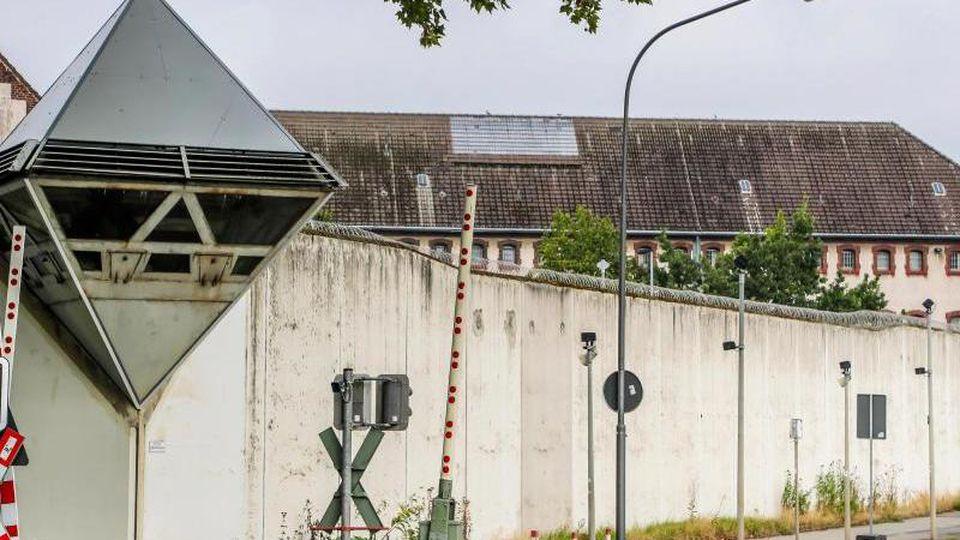 Vier Monate nach seinem Ausbruch aus der JVABochum fehlt vom geflohenen Häftling weiter jede Spur. Foto: Stephan Schütze/Archiv