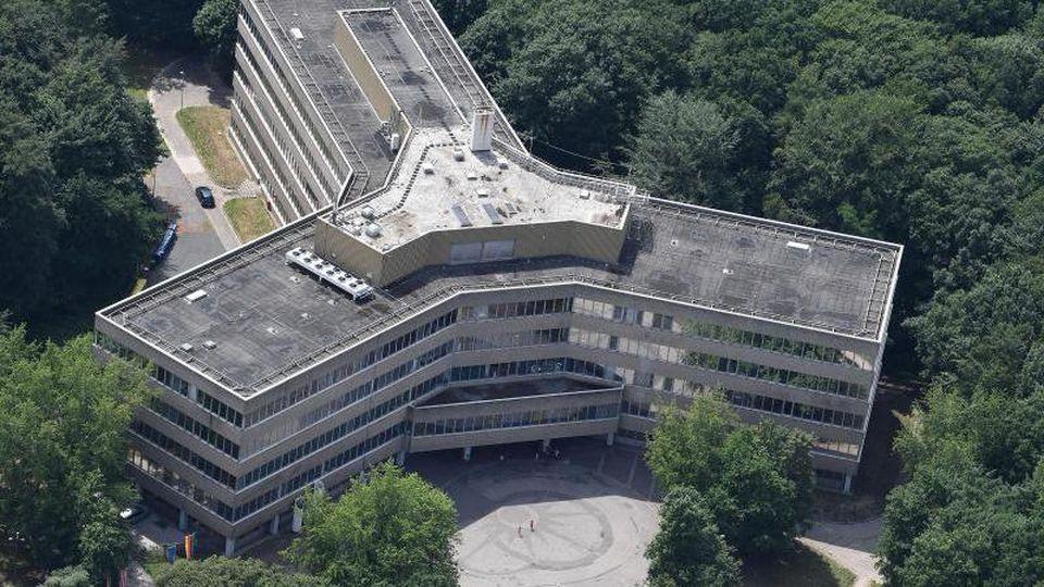 Die Luftaufnahme zeigt das Gebäude der Außenstelle des Bundesamt für Migration und Flüchtlinge (BAMF) in Bremen. Foto: Carmen Jaspersen