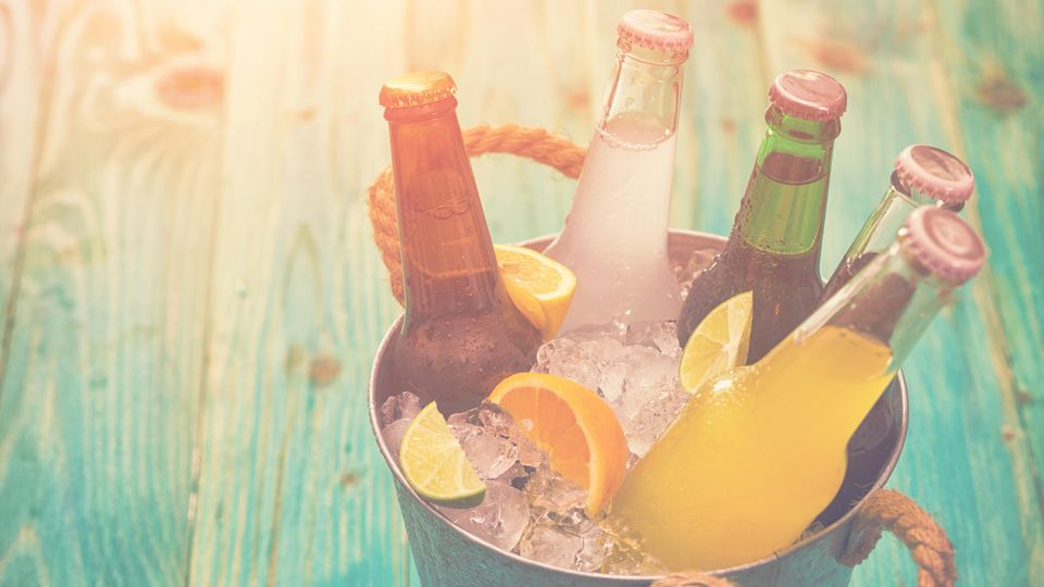 Getränke kühlen: So klappt es in 2 Minuten!