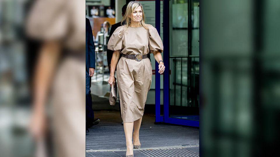Königin Máxima in einem für sie eher ungewöhnlichen, ziemlich zerknitterten Günstig-Outfit