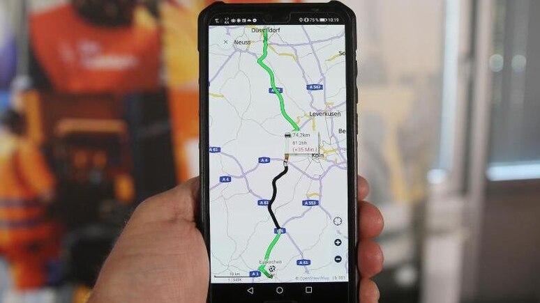 Die neue Autobahn-App des Bundes hilft Reisenden bei der Planung ihrer Fahrt. Foto: David Young/dpa/dpa-tmn