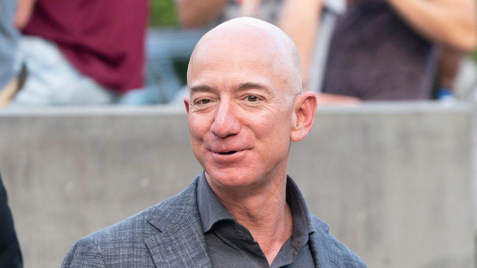 Jeff Bezos ist mit großem Abstand der reichste Mensch der Welt