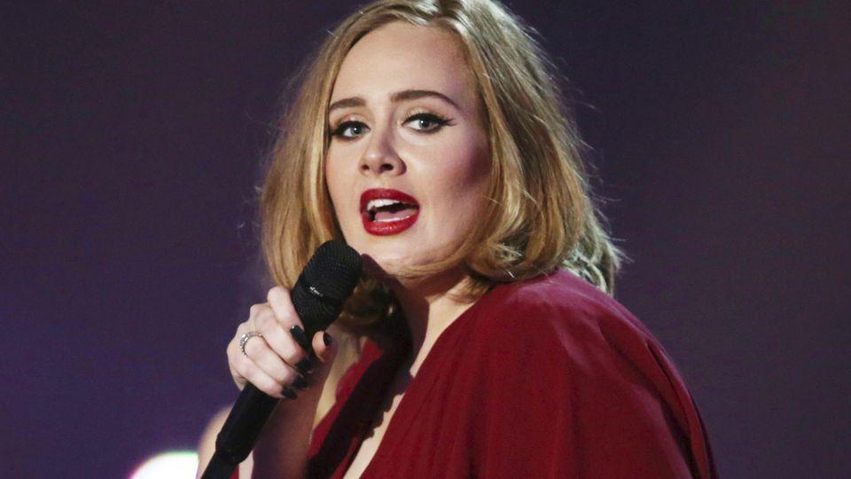 Adele soll sich dieses Jahr mit neuen Songs zurückmelden.